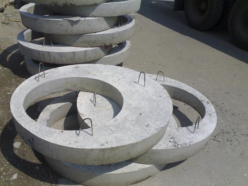 Железобетонная крышка колодца
